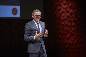 Oliver Detje, Moderator bei Aktion Kinder-Unfallhilfe Preisverleihung, war in bestechender Form. Im wahren Leben ist er Verlagsleiter der DVV Media Group.