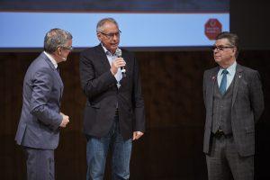 Moderator Oliver Detje, Franz Werner Drees von TEILEn e.V. sowie der Vorsitzende der Aktion Kinder-Unfallhilfe, Adalbert Wandt (von links)
